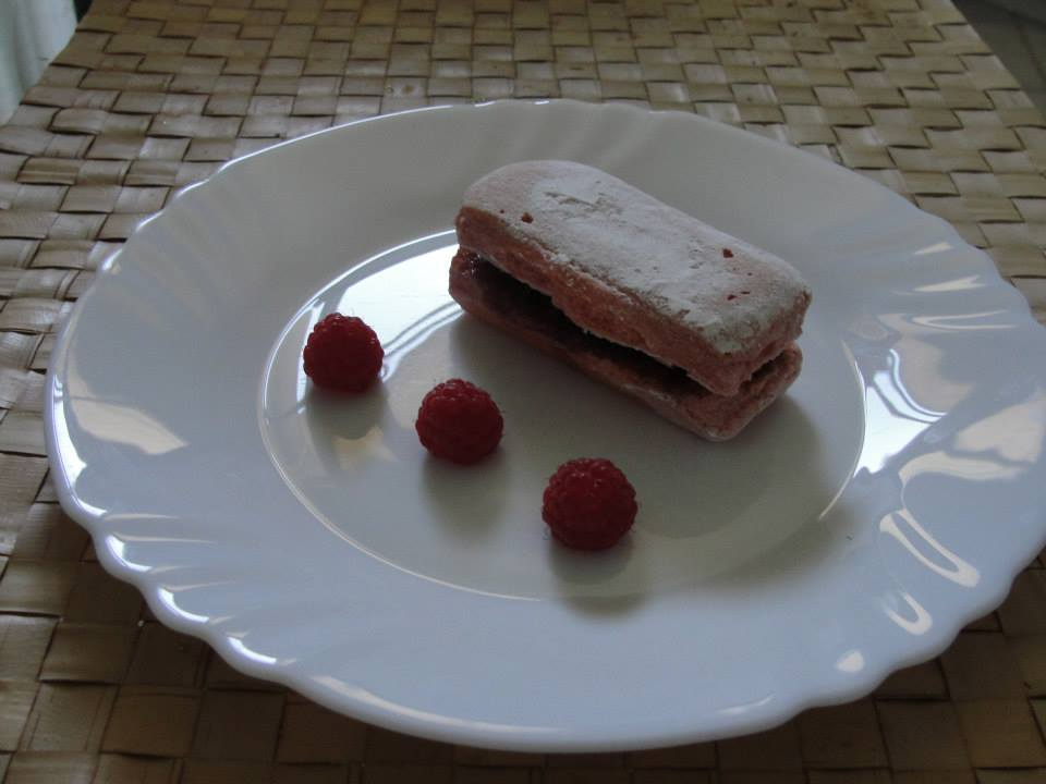 Rosé de Reims raspberry sandwish